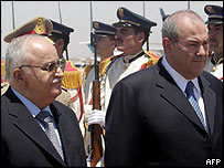 Syrian Prime Minister Mohammad Naji Otri (left) and his Iraqi counterpart Iyad Allawi in Damascus