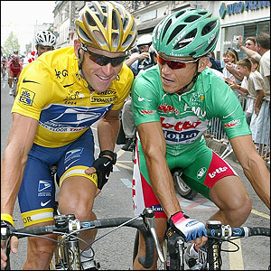 Lance Armstrong talks to Robbie McEwen