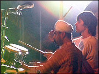 Inder Goldfinger and Ian Brown, Esher 2004 (image: Sharron Gibson)
