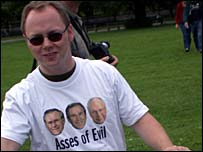 Hawking a t-shirt critical of the Bush administration