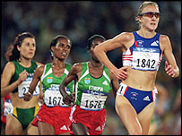 Radcliffe leads the 10,000m Olympic final in Sydney