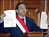 Peruvian President Alejandro Toledo holds up the letter apparently authorising scrutiny of his accounts, Wednesday 28 July