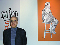 Quino junto a una de sus obras (Copyright Quino)