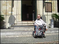 Photo of Brussels town hall + wheelchair user