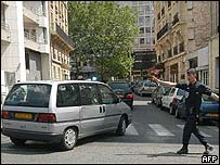 Police carrying four French suspects