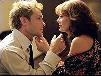 Jude Law and Susan Sarandon in Alfie