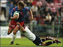 Stade Francais' Mirco Bergamasco escapes Gloucester's Duncan McRae