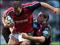 Christian Cullen of Munster is tackled by Harlequins' Tony Diprose