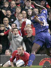 Arsenal defender Sol Campbell (right) is not happy with Wayne Rooney after the Man Utd striker goes down in the box