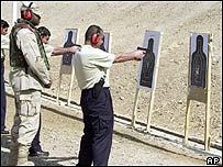 Iraqi police on shooting range under US instructor