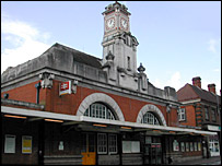 Tunbridge Wells station and its clock