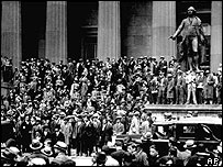 Crowds outside the New York Stock Exchange, October 1929
