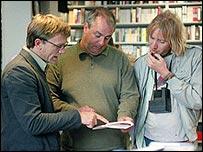 Daniel Craig (l), Roger Michell and Rhys Ifans