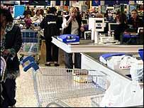 Plastic bags in supermarket   BBC