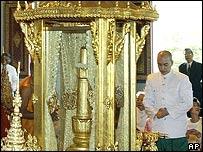Cambodia's King Norodom Sihamoni (29/10/04)