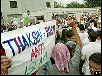 Protest outside Thai embassy in Kuala Lumpur (29/10/04)