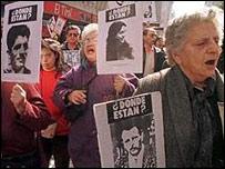 Familiares de desaparecidos en Chile.