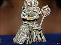Queen Hello Kitty doll in a diamond-studded crown and robe, 01/09/2004