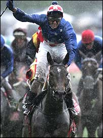 Makybe Diva and Glen Boss win the 2004 Melbourne Cup
