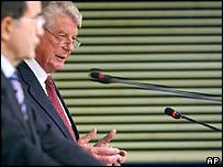 Chairman of the High Level Group for the Lisbon Strategy Wim Kok addresses the media at the EU Commission in Brussels, Wednesday 3 November
