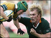 Schalk Burger (right) tackles Australia's Matt Giteau