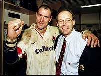 England captain Lawrence Dallaglio and coach Sir Clive Woodward celebrate beating the Boks