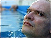 El actor Carlos Belloso interpreta al doctor Jano