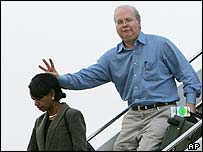 Karl Rove makes a W sign behind the head of National Security Adviser Condoleezza Rice
