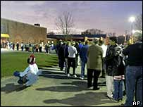 Voters queue at a polling station in Ohio, 2 November 2004