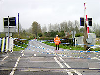 Level crossing near Ufton Nervet, Berkshire