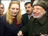 Suha Arafat junto a Yasser Arafat