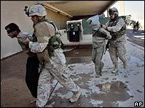 Soldier arrests Iraqi man at Falluja train station