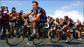 Lance Armstrong leads Ivan Basso up the final climb to Plateau de Beille on Stage 13 of the 2004 Tour de France