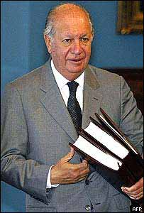 Chilean President Ricardo Lagos with the commission's report