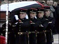Members of the French military bearing Yasser Arafat's coffin