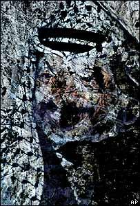 En una pared de Cisjordania, el rostro del veterano líder en un viejo cartel.