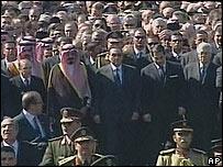 Líderes políticos asistentes al funeral de Yasser Arafat.