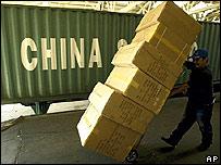 Cargamento de juguetes chinos en zona portuaria