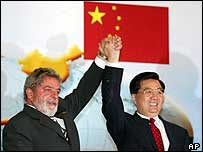 Brazil's President Luiz Inacio Lula da Silva and China's President Hu Jintao celebrate after trade talks in Brazil