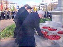 Rhodri Morgan, Rodney Berman and Don Touhig MP lay wreaths