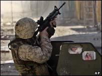 US marine aims rifle in Falluja operation