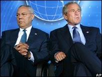 Colin Powell junto al George W. Bush