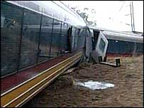 Train crash near Bundaberg (16/11/04)