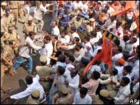 VHP members lash with police over cleric's arrest, Hyderabad