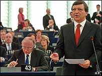 Commission President Jose Manuel Barroso asks MEPs to approve his Commission