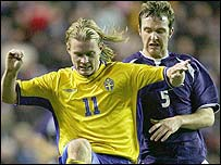 Fredrik Berglund holds off Scotland's Andy Webster