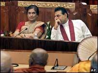Sri Lankan President Chandrika Kumaratunga (left) and Prime Minister Mahinda Rajapakse