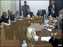 Mahmud Abbas, titular de la OLP, reunido con dirigentes de partidos políticos en Gaza (Mohammed Abed/AFP/Getty Images)