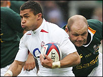 England captain Jason Robinson takes on the South Africa defence