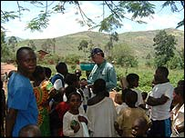 School children and Mark Doyle Kamanyola